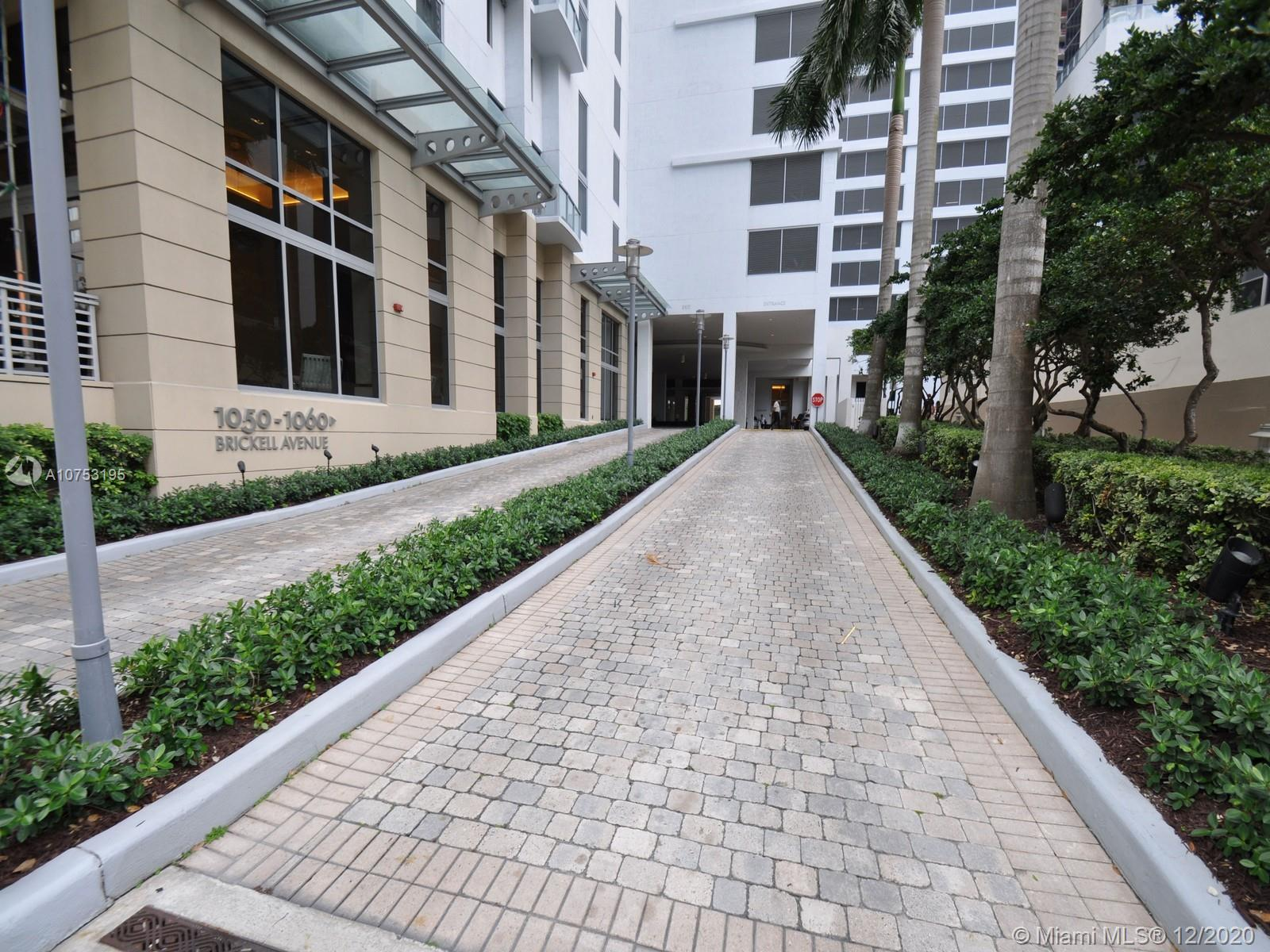 1060 Brickell Ave #3111 photo03