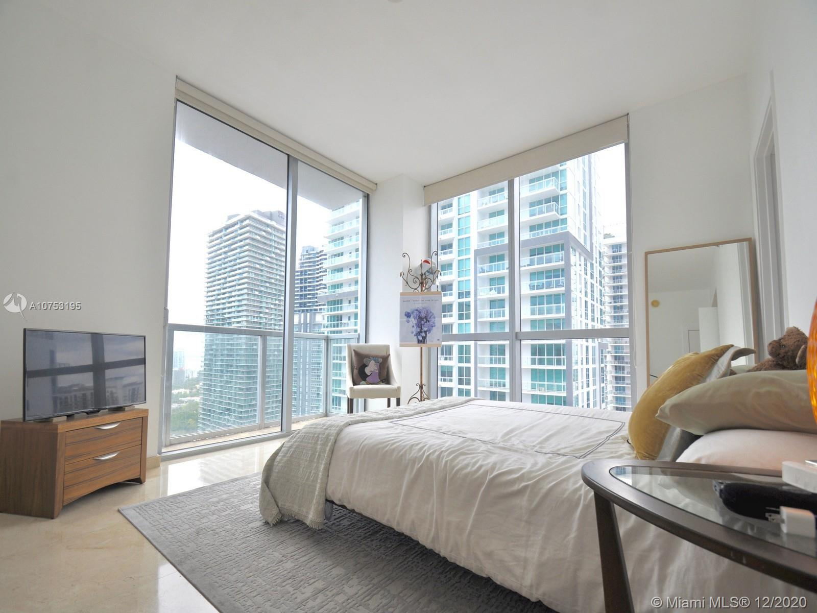 1060 Brickell Ave #3111 photo010
