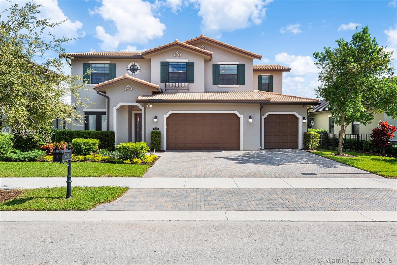 Property for sale at 8520 W Watercrest Cir W, Parkland,  Florida 33076