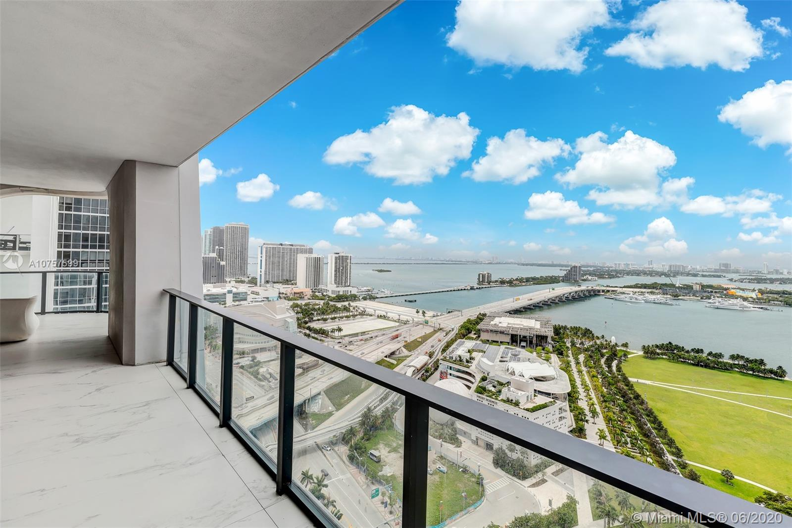 1000 Biscayne Blvd #2902 photo027