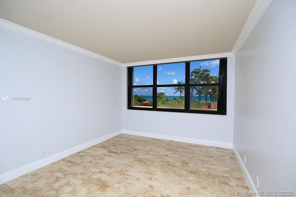 2555 Collins Ave #307 photo06