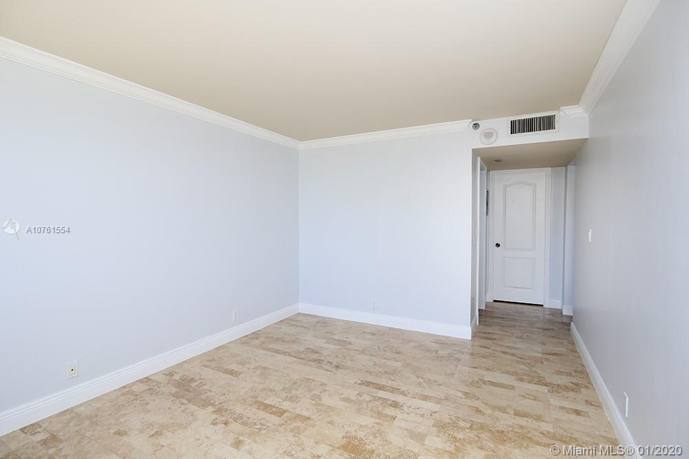 2555 Collins Ave #307 photo07