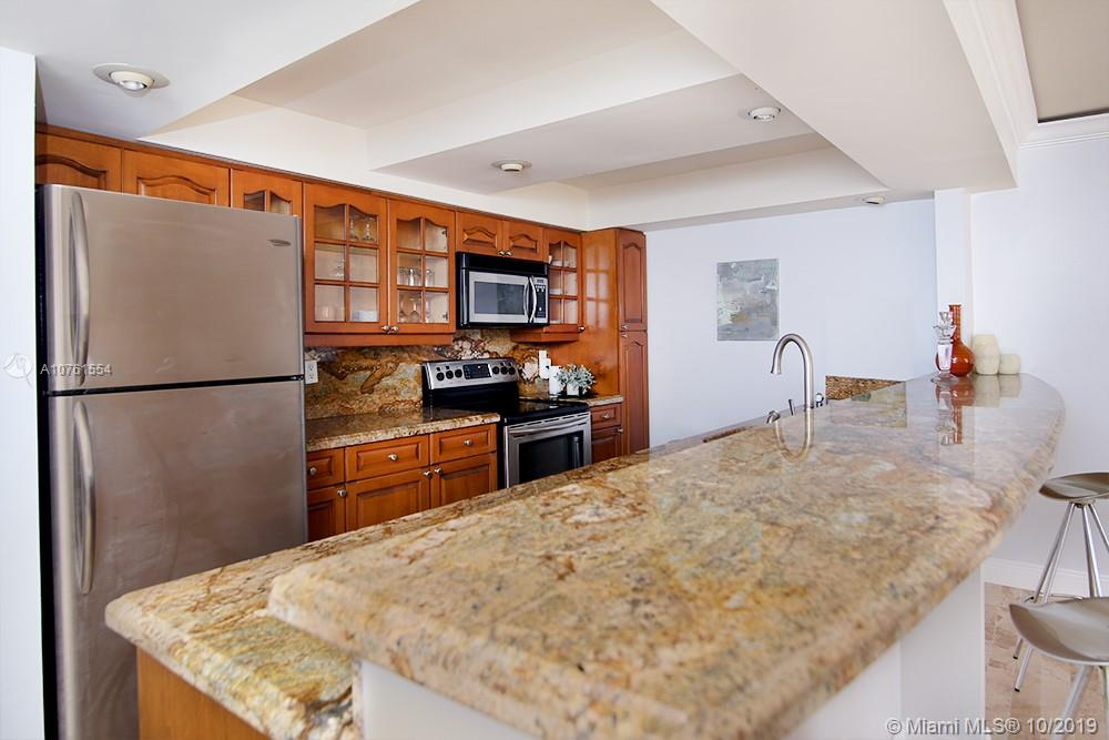 2555 Collins Ave #307 photo04
