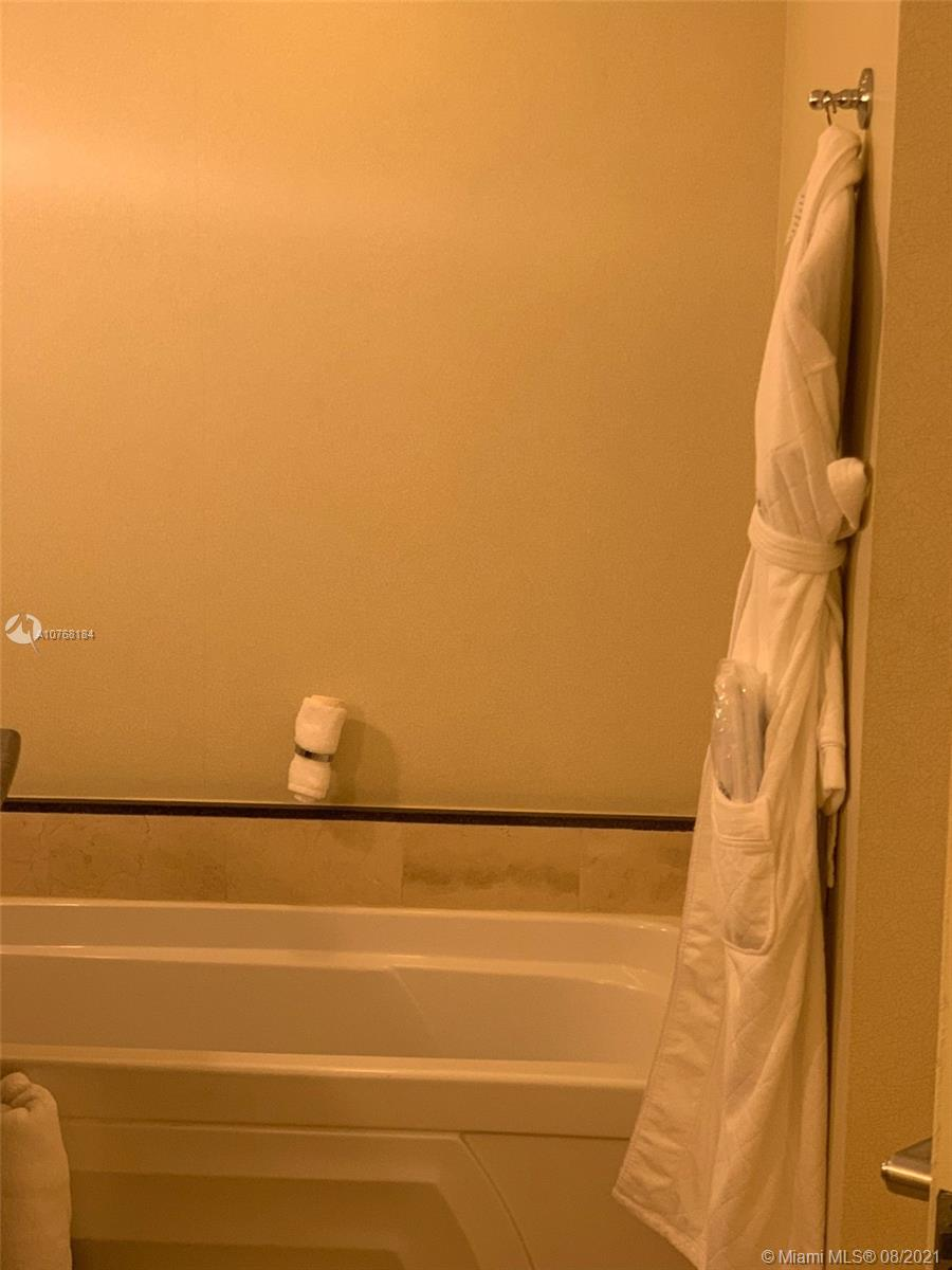 18001 Collins Ave #1716 photo027