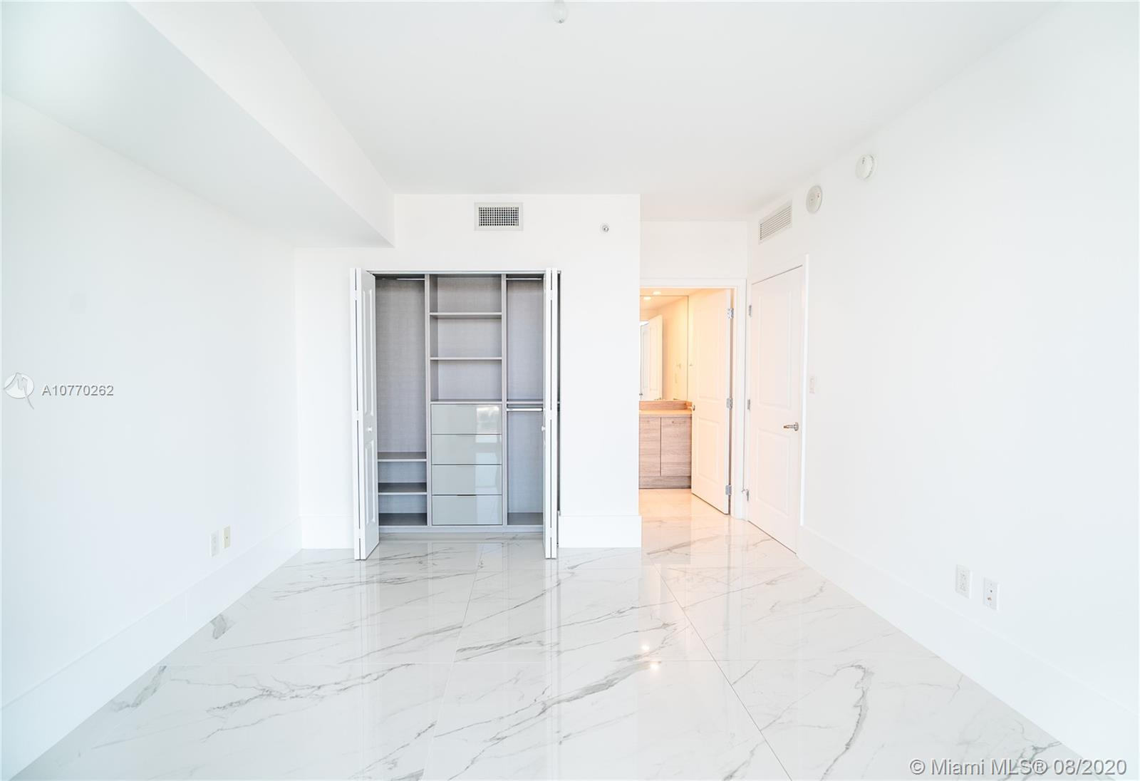 400 Sunny Isles Blvd #917 photo010