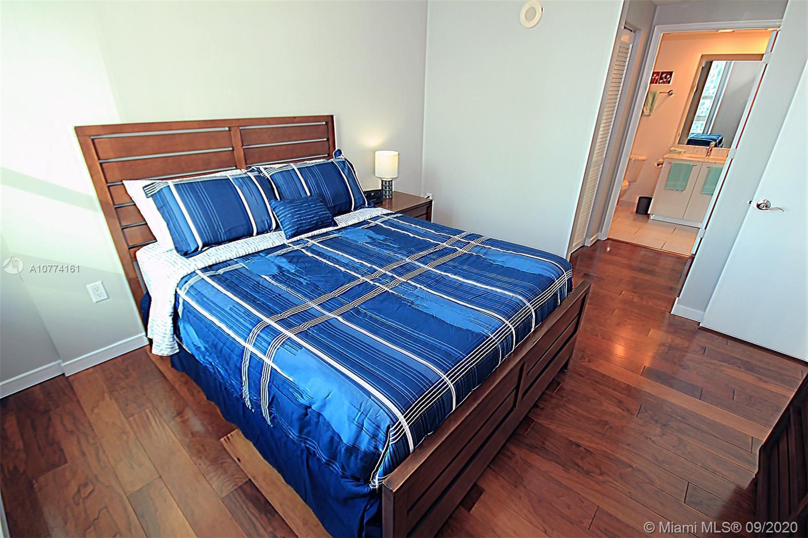 950 Brickell Bay Dr #1506 photo032
