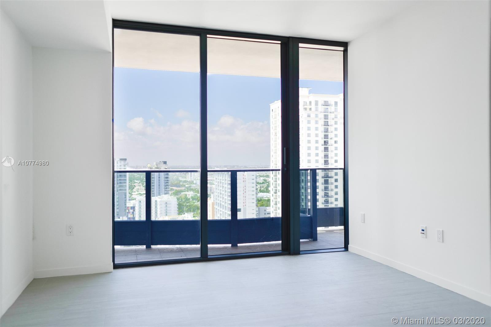 1000 Brickell Plaza #2808 photo04