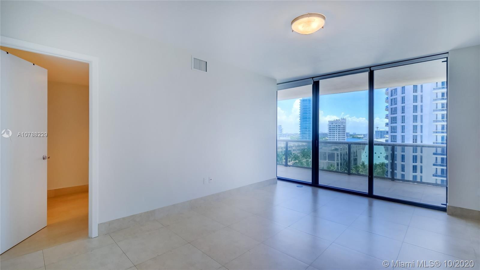 5875 Collins Ave #1107 photo019