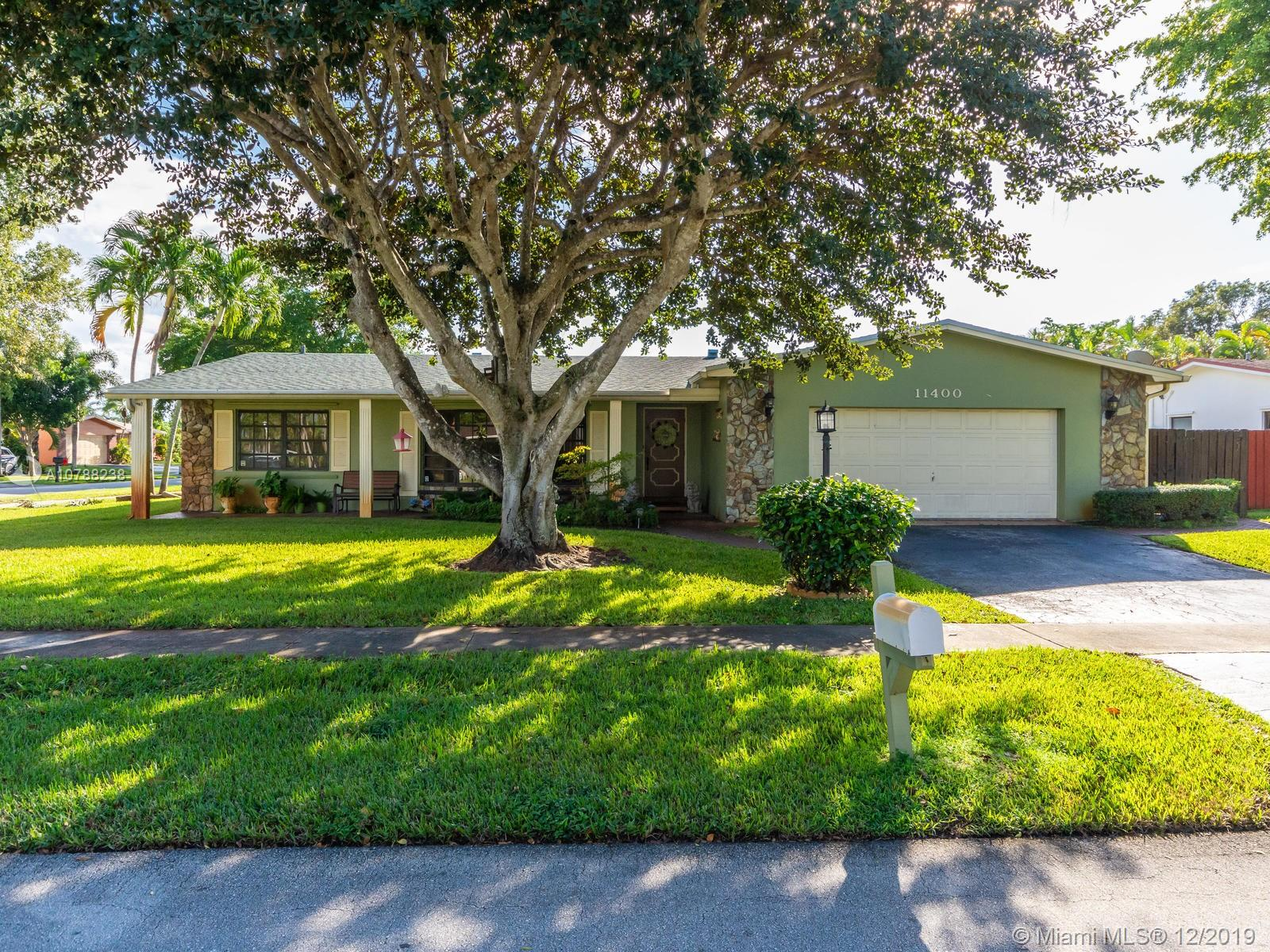 Property for sale at 11400 NW 18th St, Pembroke Pines,  Florida 33026