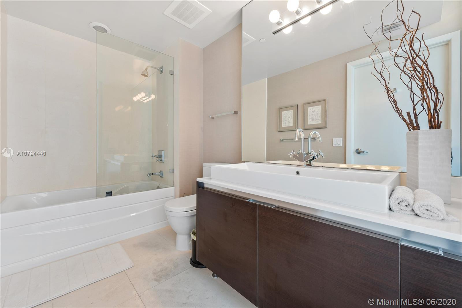3737 Collins Ave #S-702 photo022