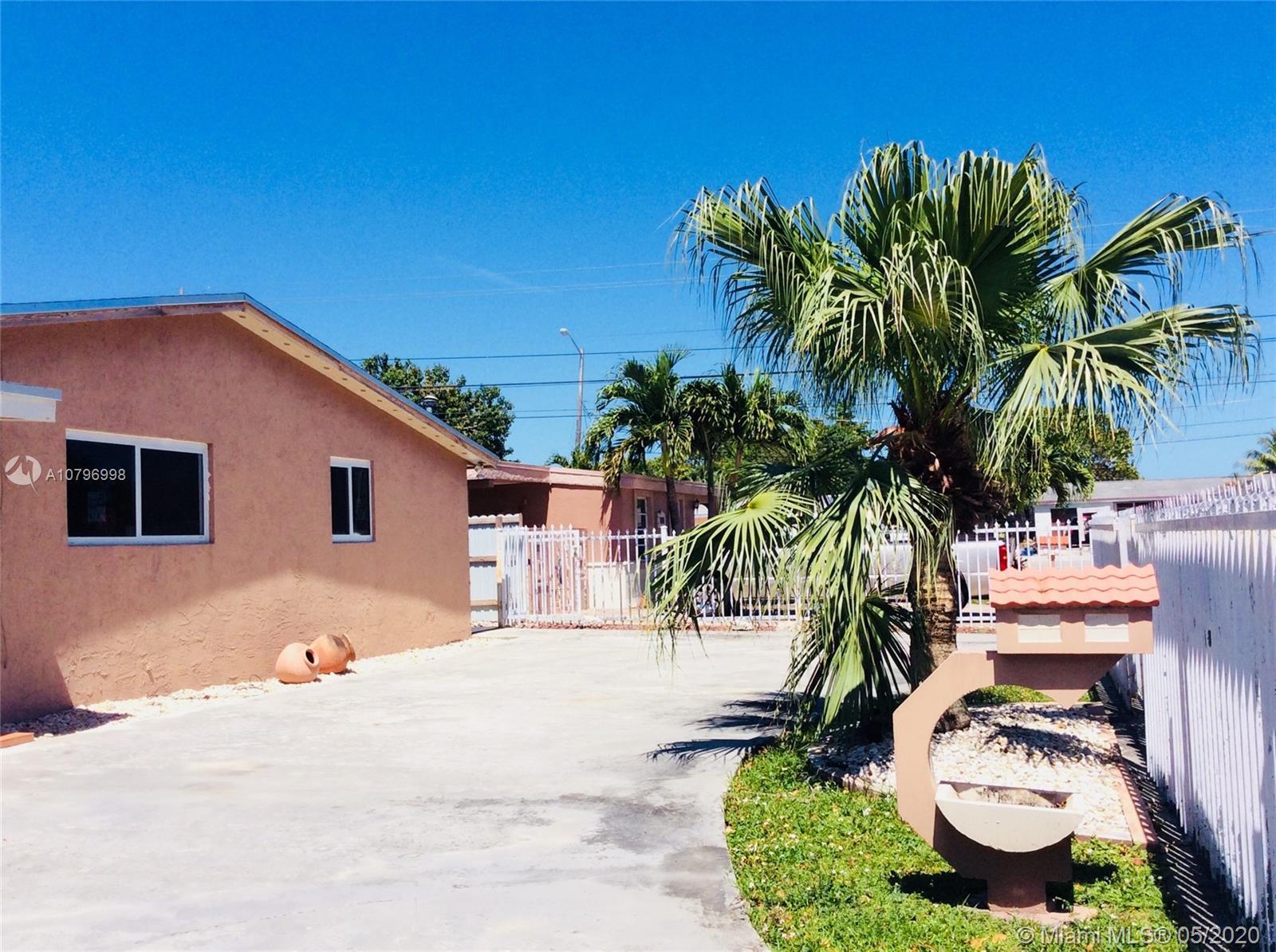 1211 W 62nd St - Hialeah, Florida