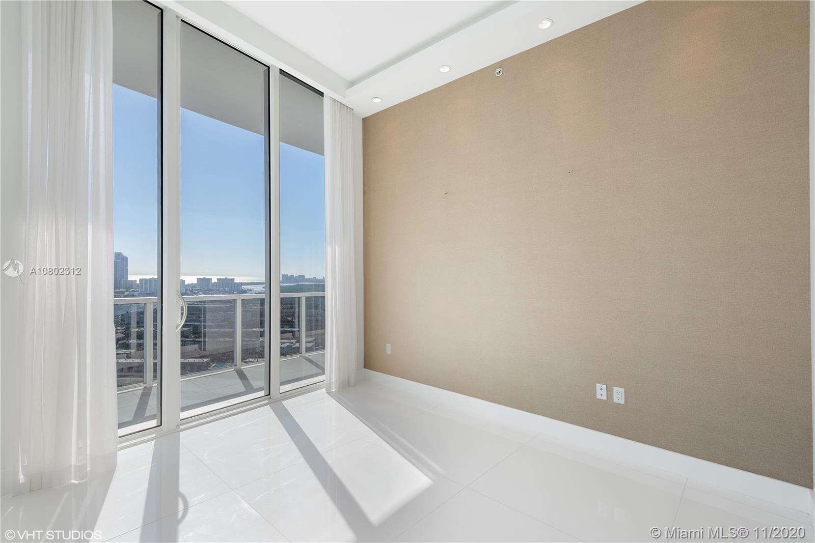 Photo of 4100 Island Blvd #PH-1 listing for Sale