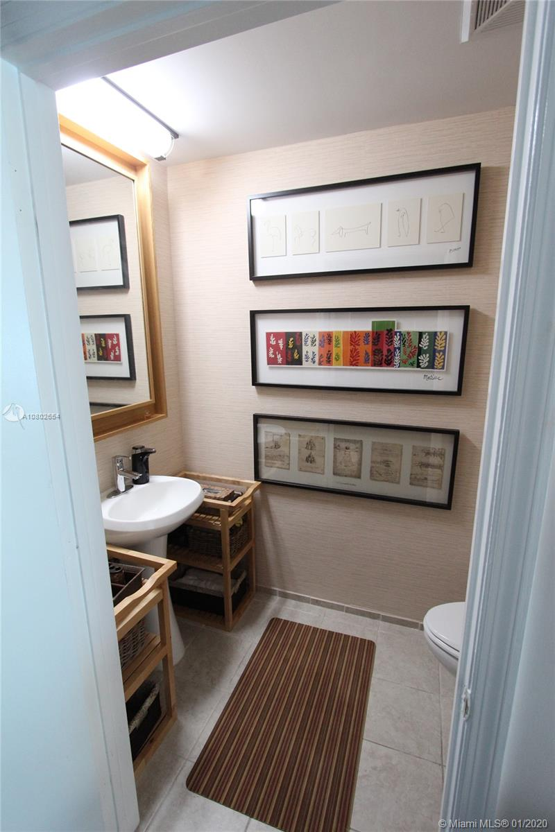 Photo of 60 SW 13th St #1606 listing for Sale