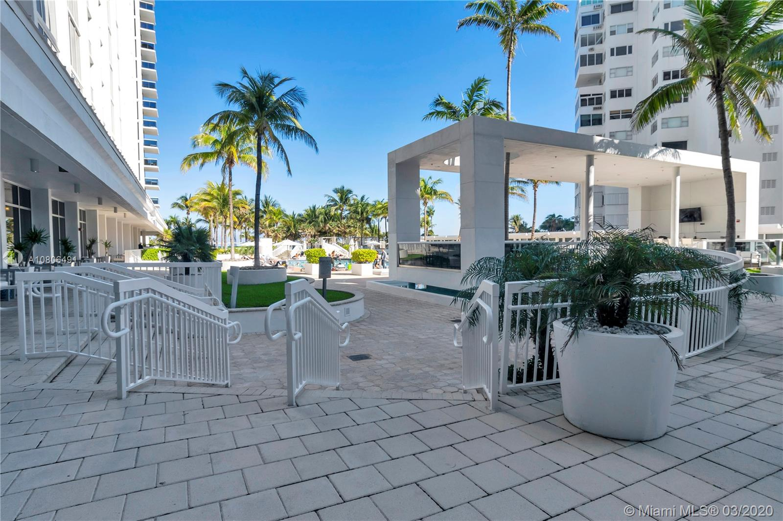 10275 Collins Ave #1228 photo032