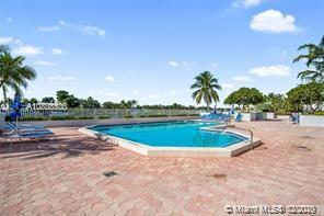 5700 Collins Ave #7N photo08
