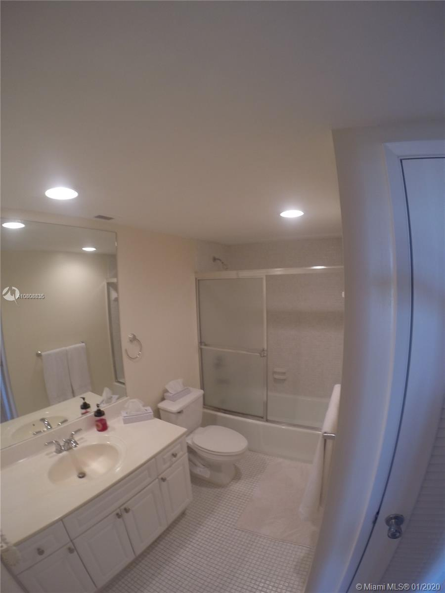 19390 Collins Ave #915 photo020