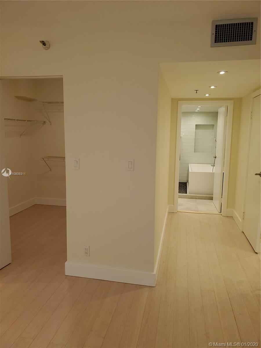 8777 Collins Ave #410 photo04