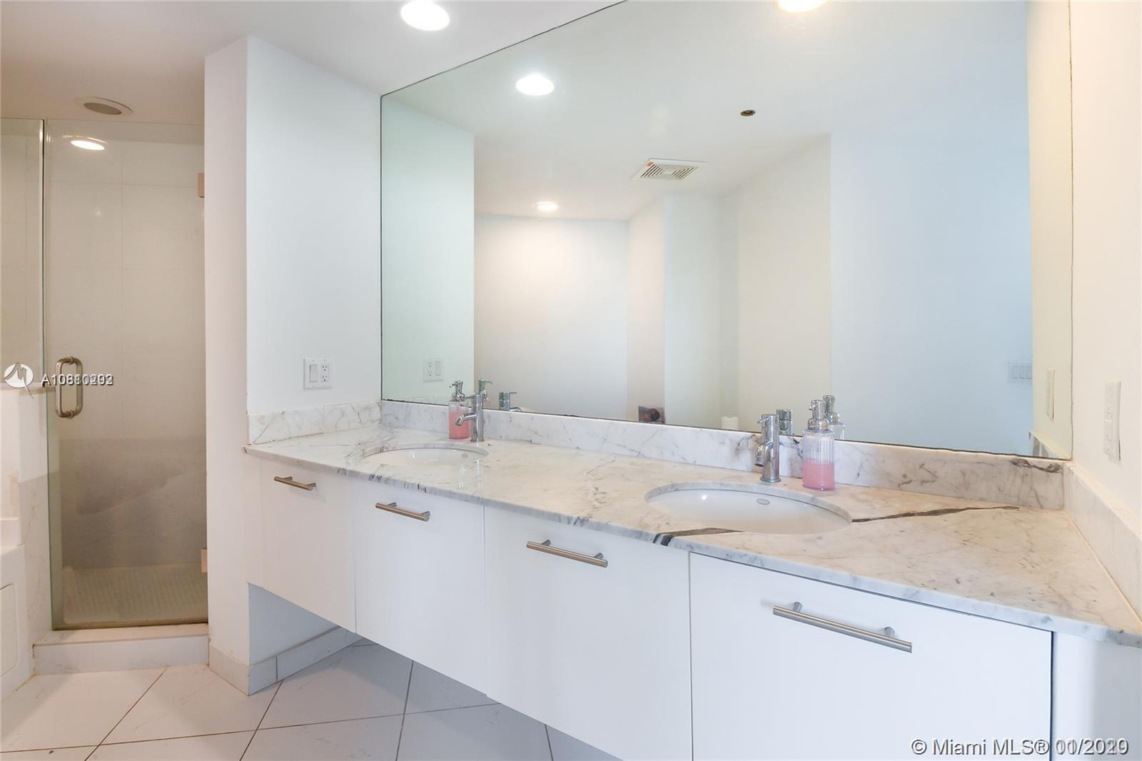 Photo of 55 SE 6th St #4002 listing for Sale