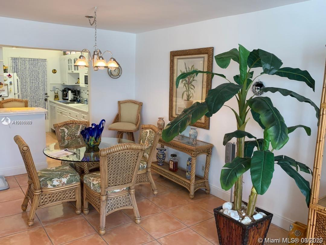 5401 Collins AVE #912 photo014