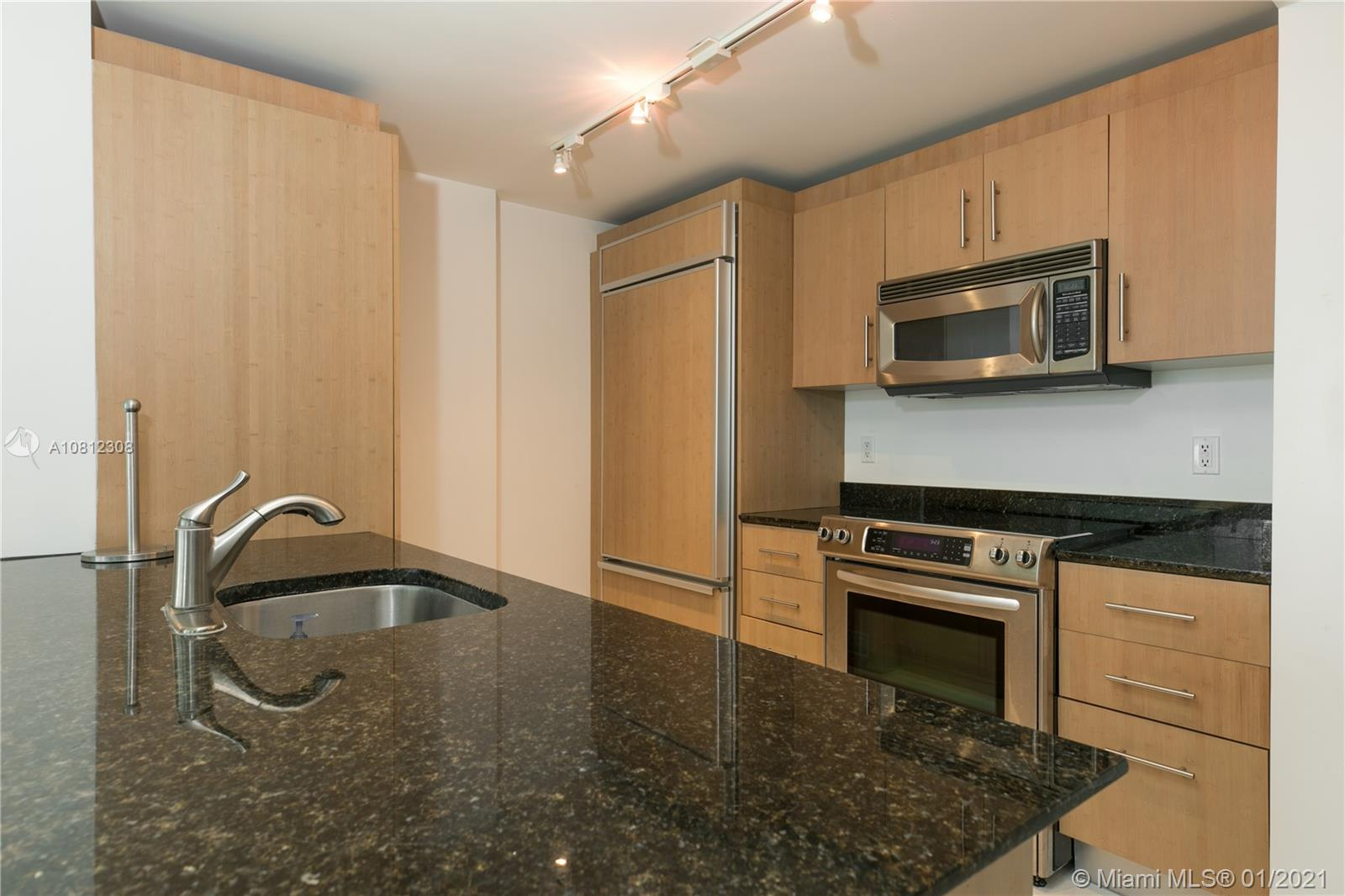 10275 Collins Ave #408 photo08
