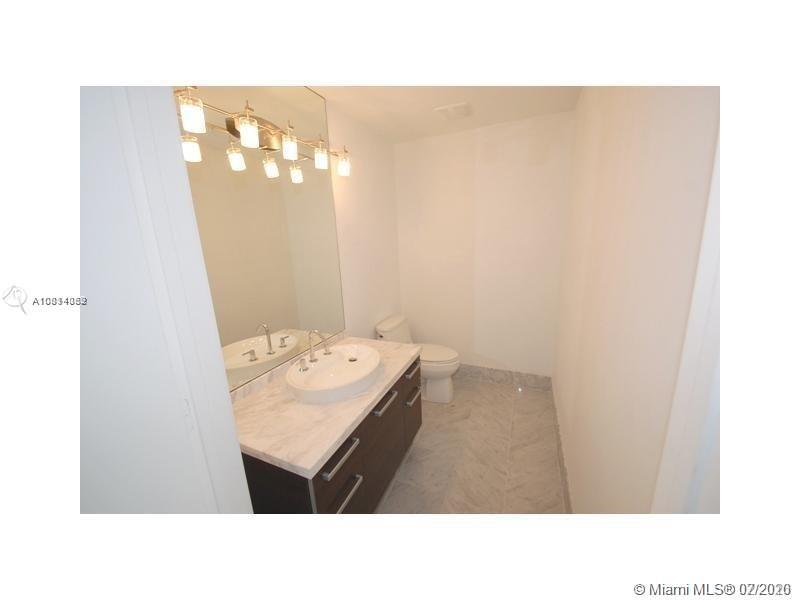 244 Biscayne Blvd #650 photo012