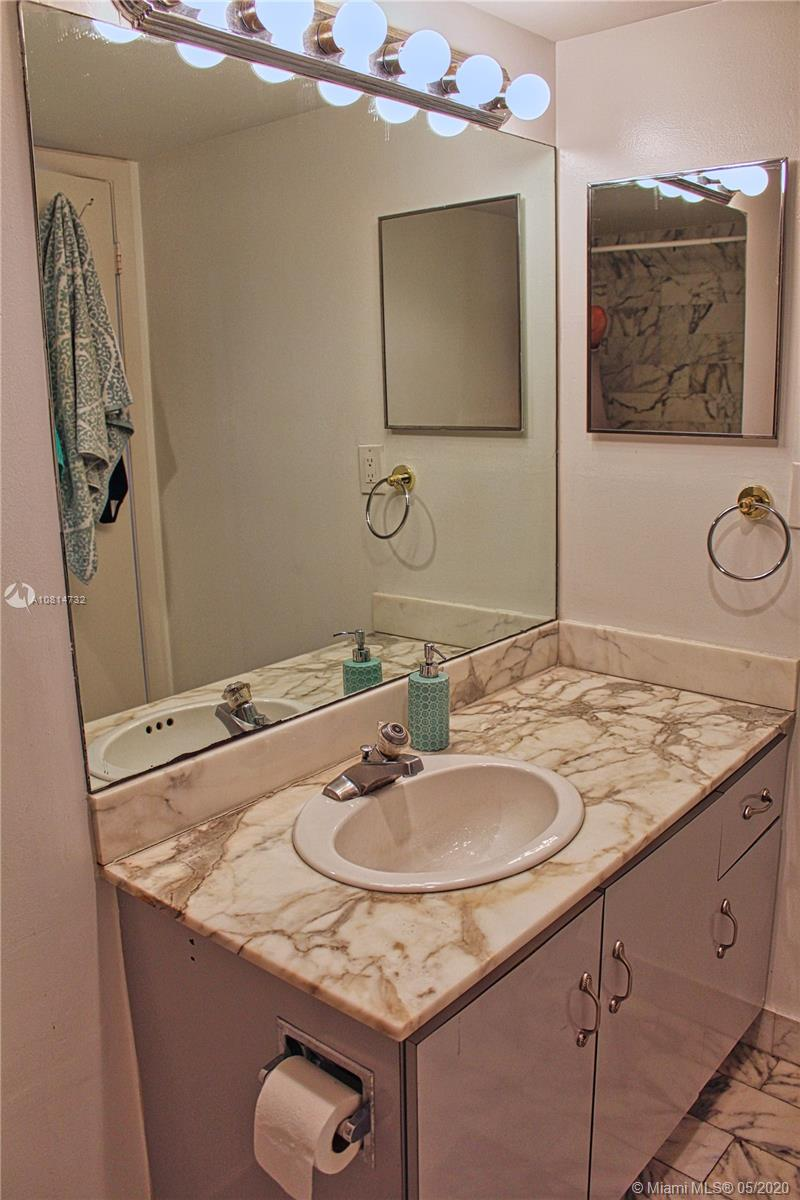 2555 Collins Ave #1410 photo06