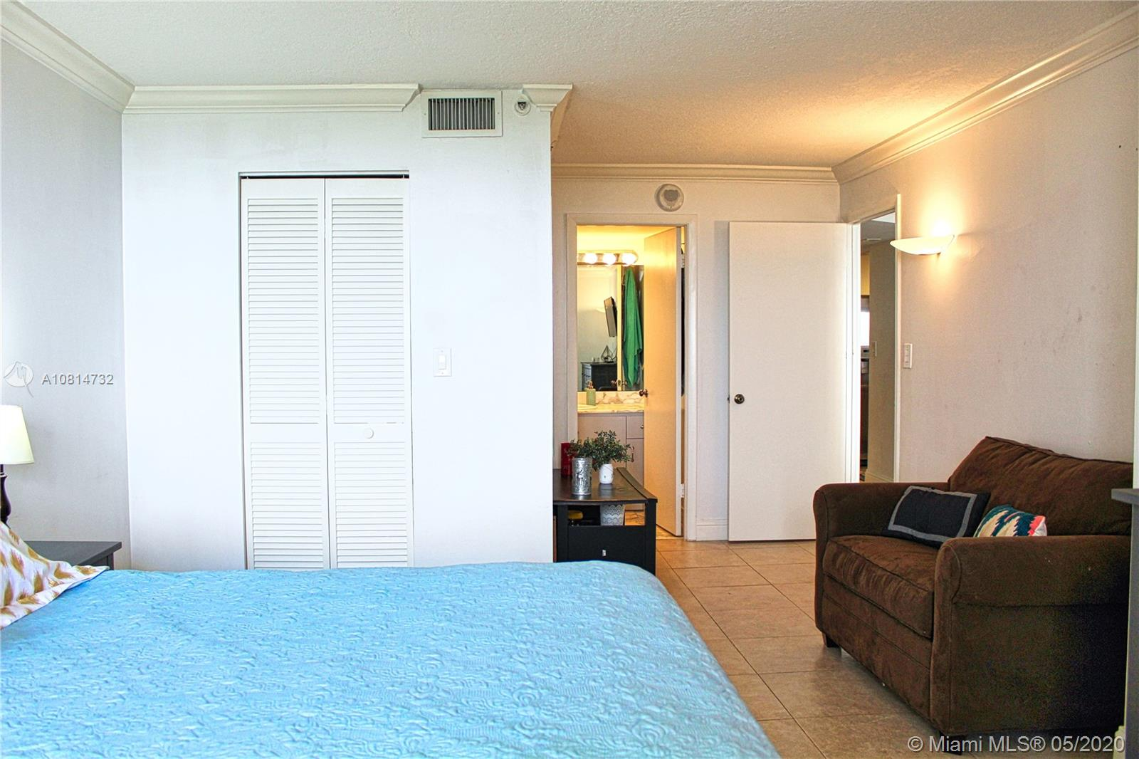 2555 Collins Ave #1410 photo04