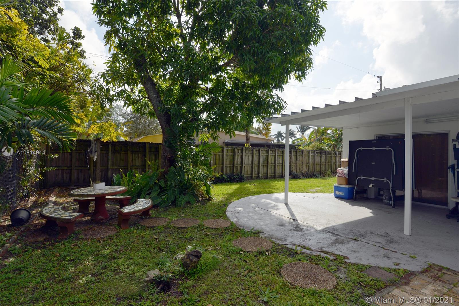 8580 SW 27th Ter photo016