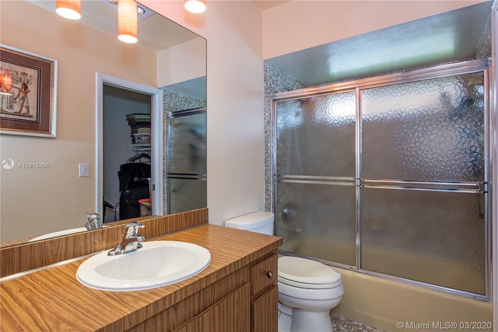 3611 N 55th Ave photo011