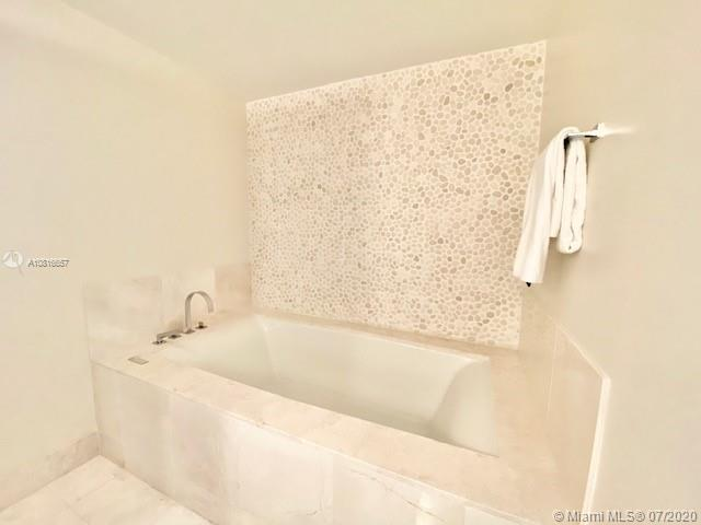 17121 Collins Ave #3506 photo08