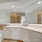 888 Brickell Key Dr #1811 photo010