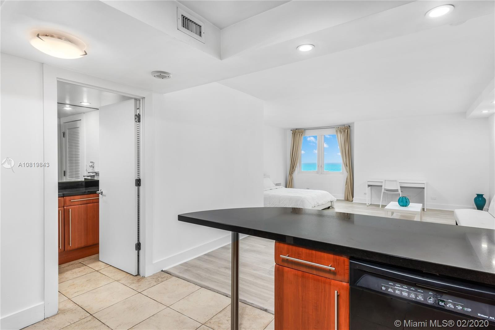 2301 Collins Ave #1423 photo04