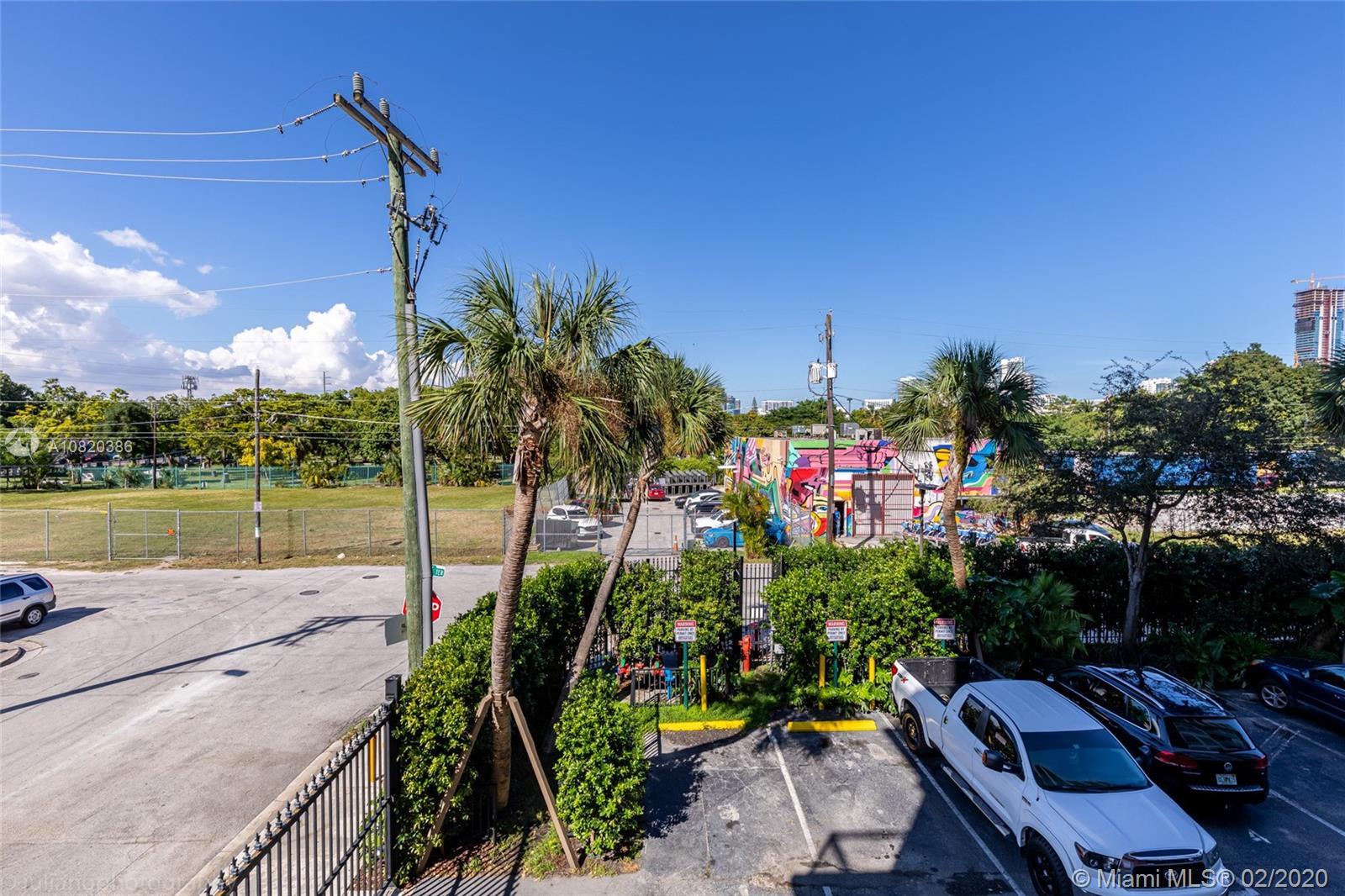 1749 NE Miami Ct #203 photo017