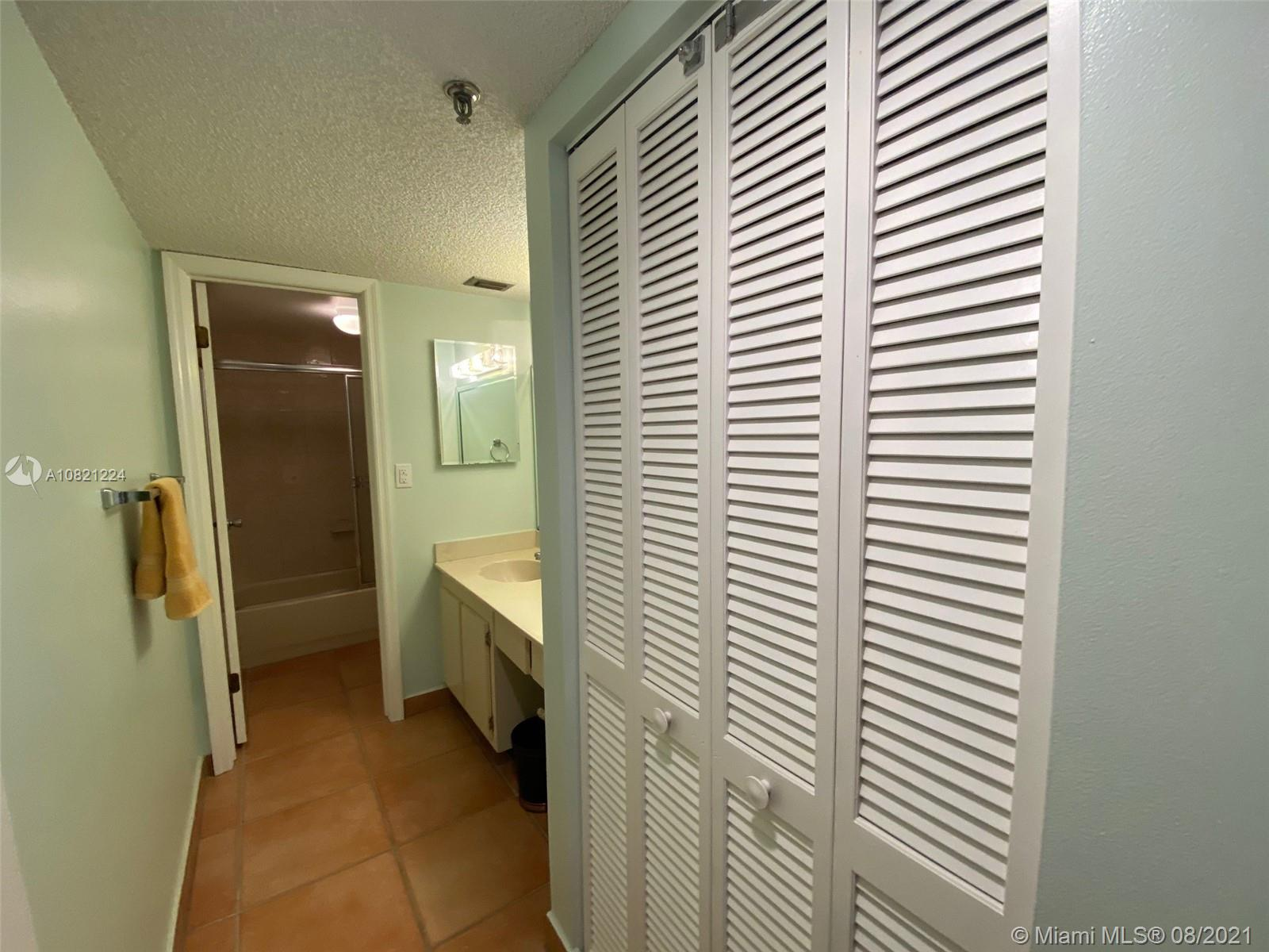 2625 Collins Ave #909 photo022