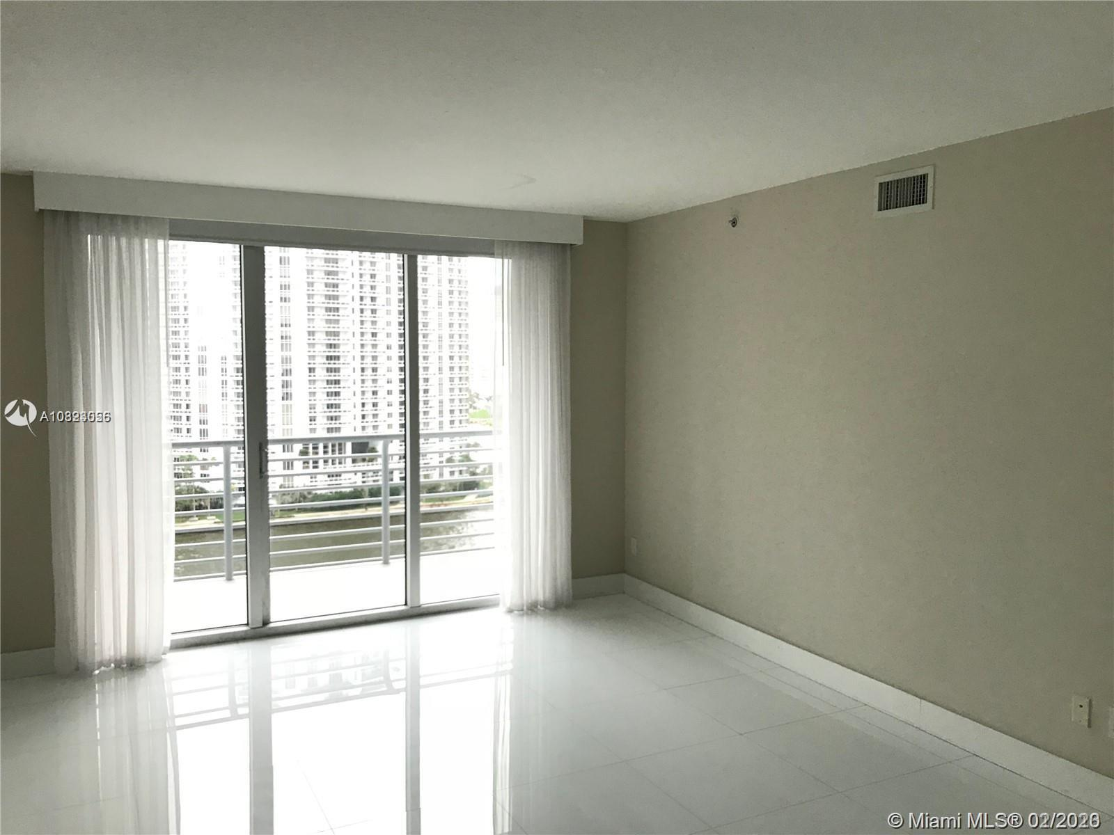 325 S Biscayne Blvd #1415 photo03