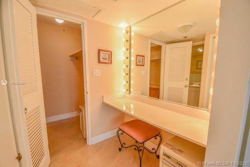 5225 Collins Ave #1015 photo09