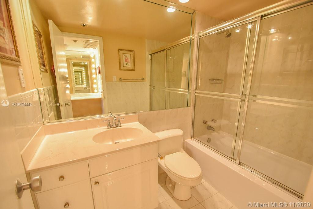 5225 Collins Ave #1015 photo010