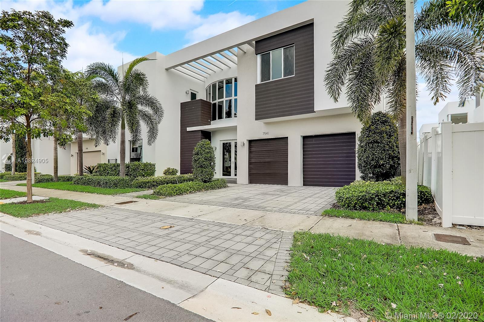 7541 NW 100th Ave - Doral, Florida