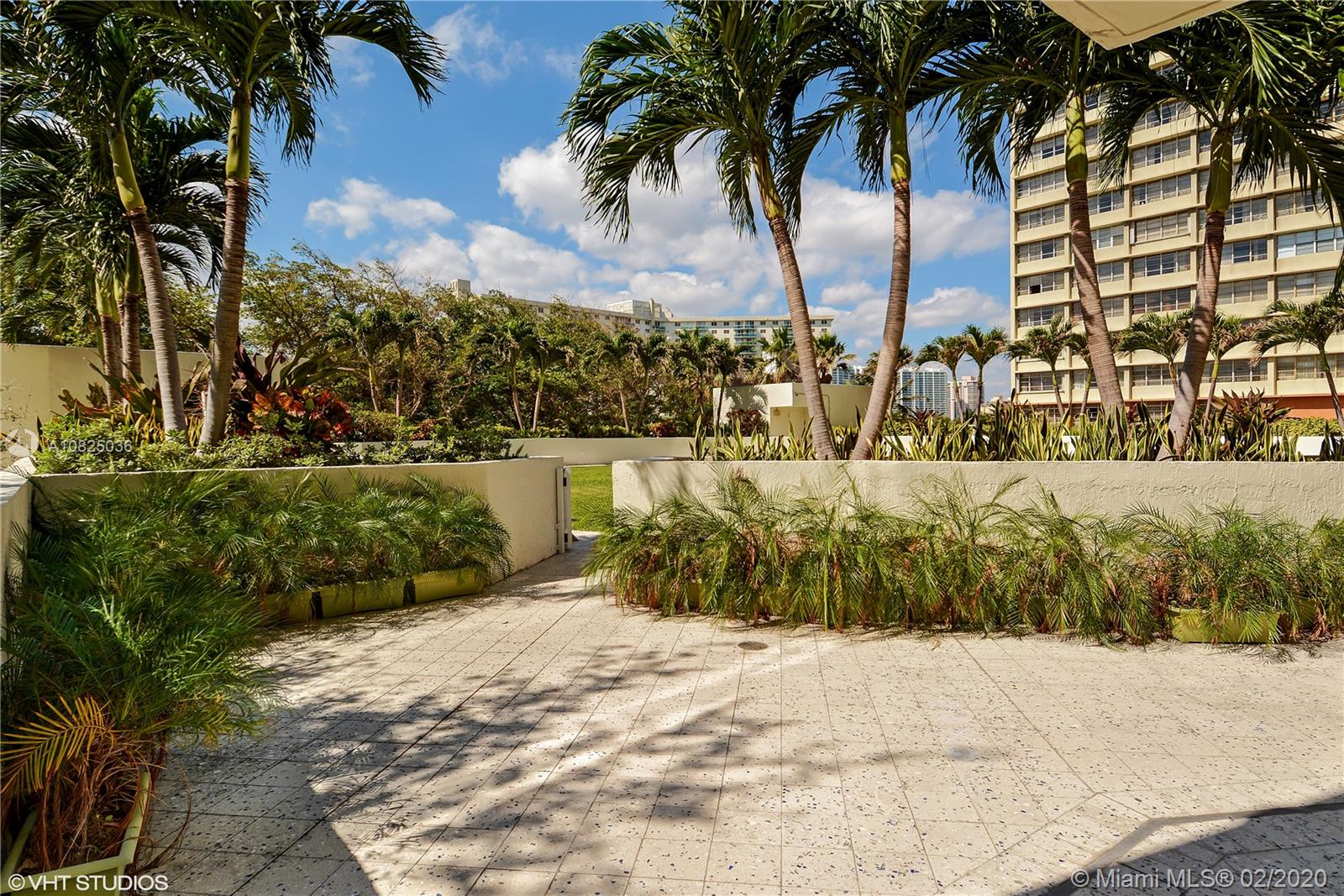 19111 Collins Ave #103 photo010
