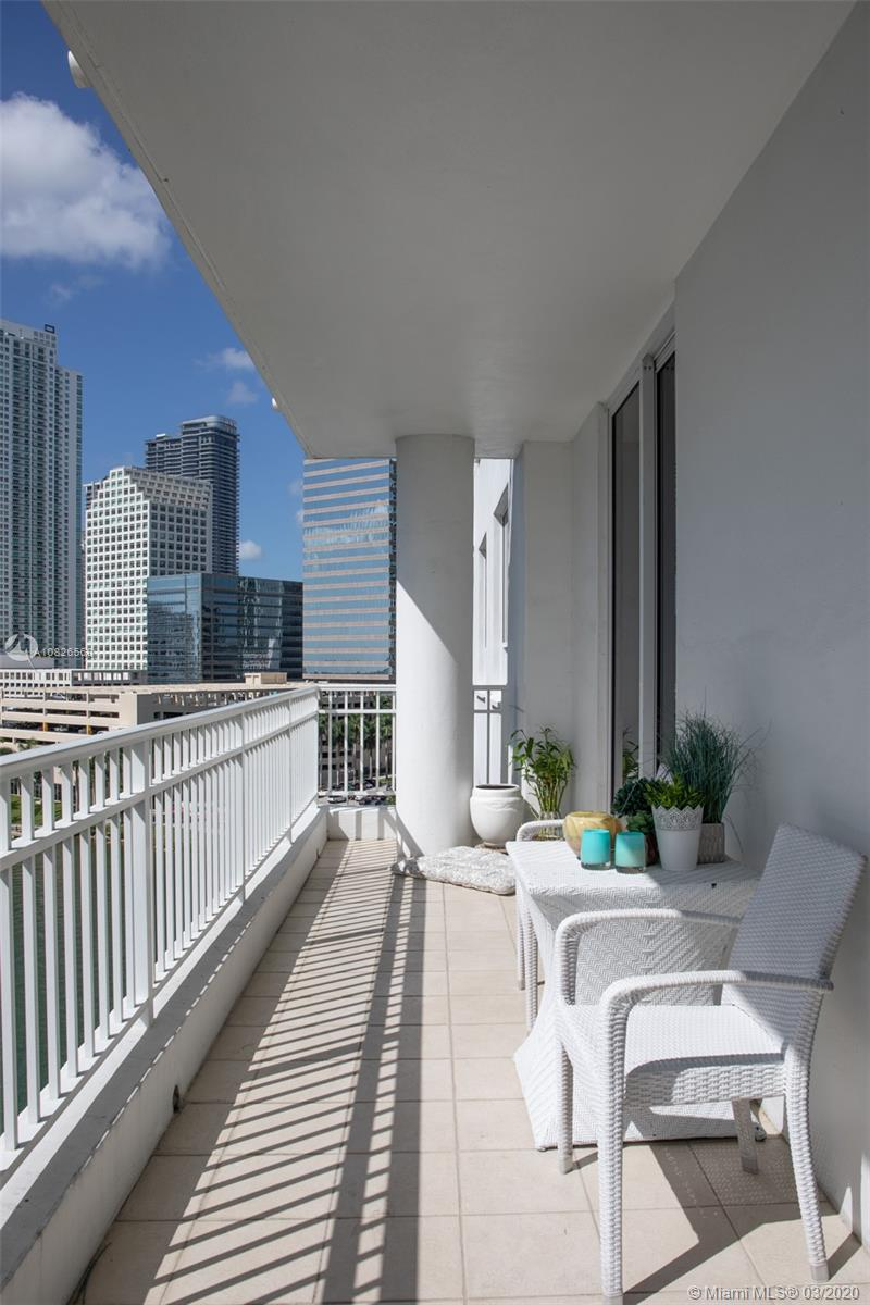 Courts Brickell Key #1003 - 801 Brickell Key Blvd #1003, Miami, FL 33131