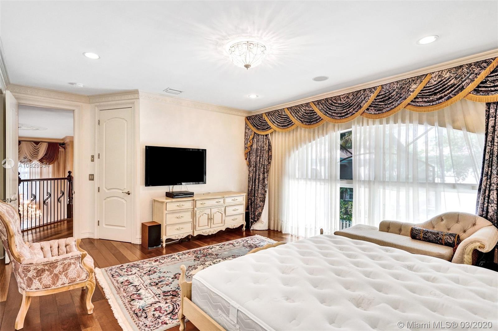 Master Bedroom- Overview