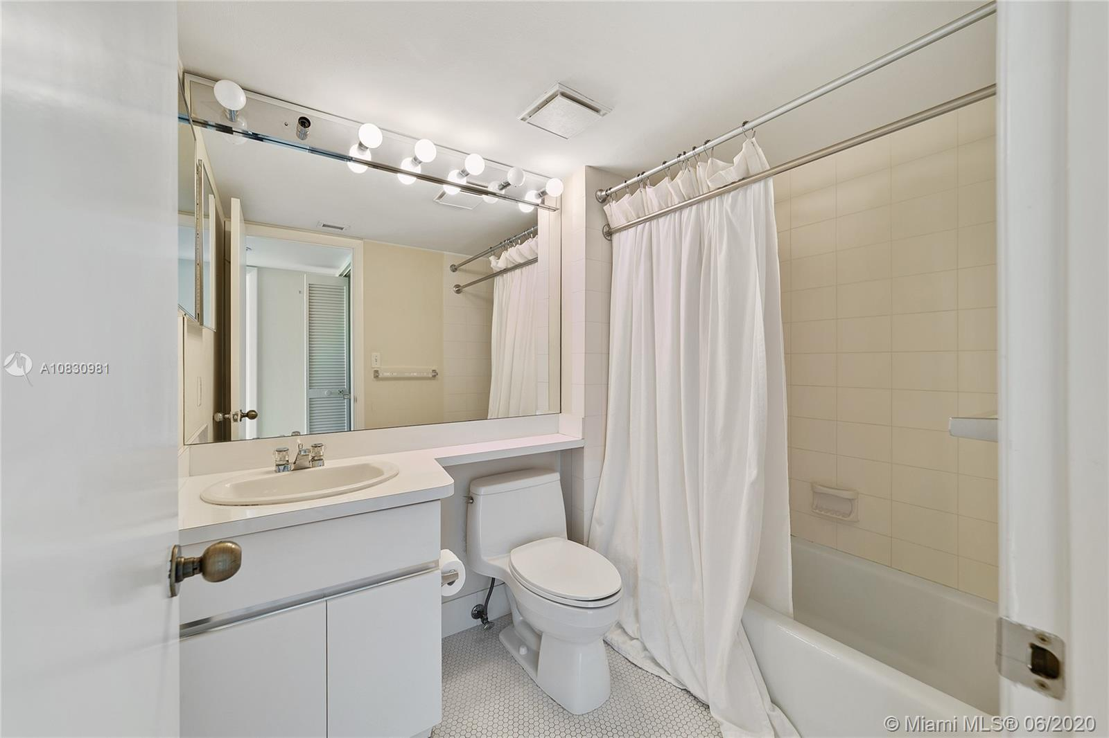 400 S Pointe Dr #1001 photo012