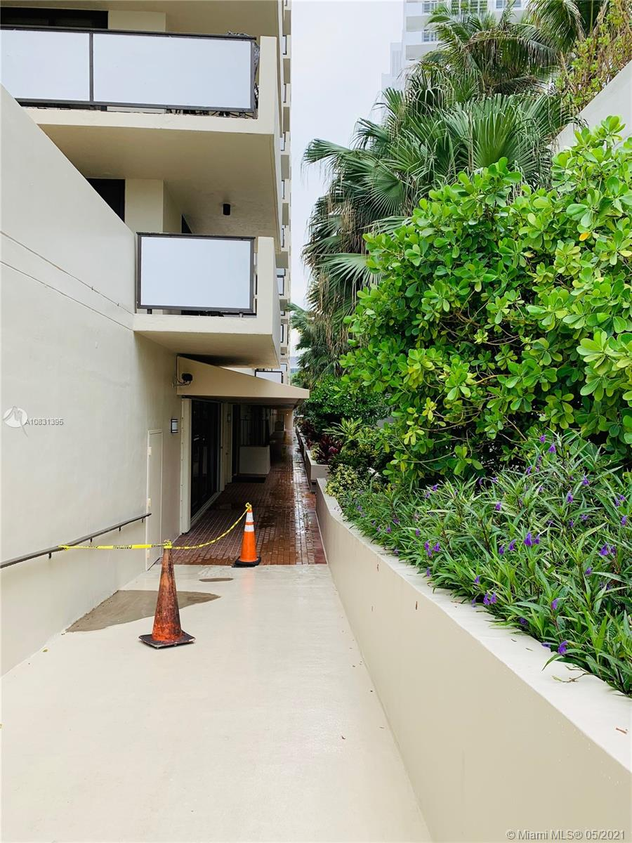 1621 Collins Ave #505 photo06