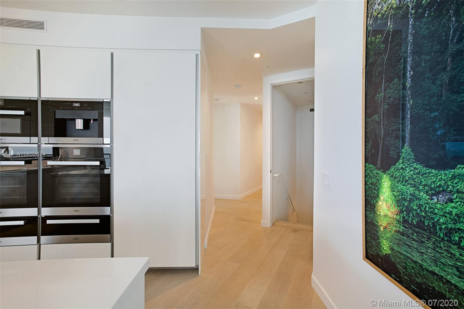 18555 Collins Ave #801 photo013