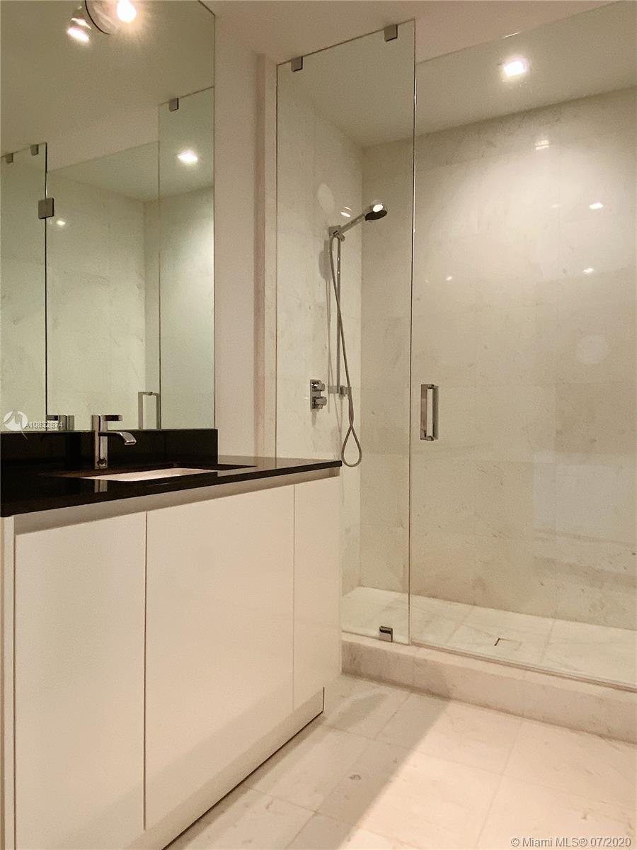 18555 Collins Ave #801 photo026