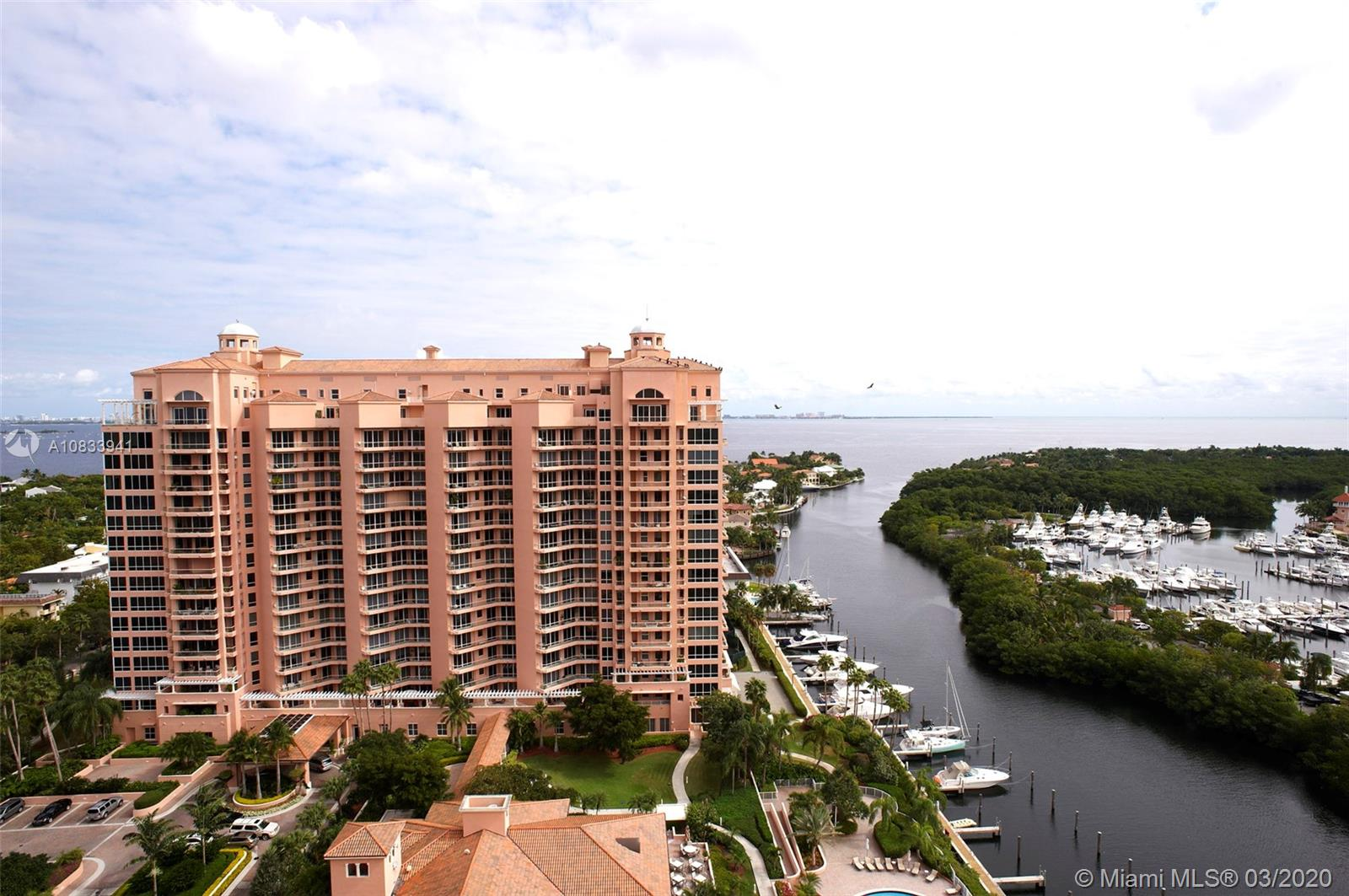 Photo of 10 Edgewater Dr #4A listing for Sale