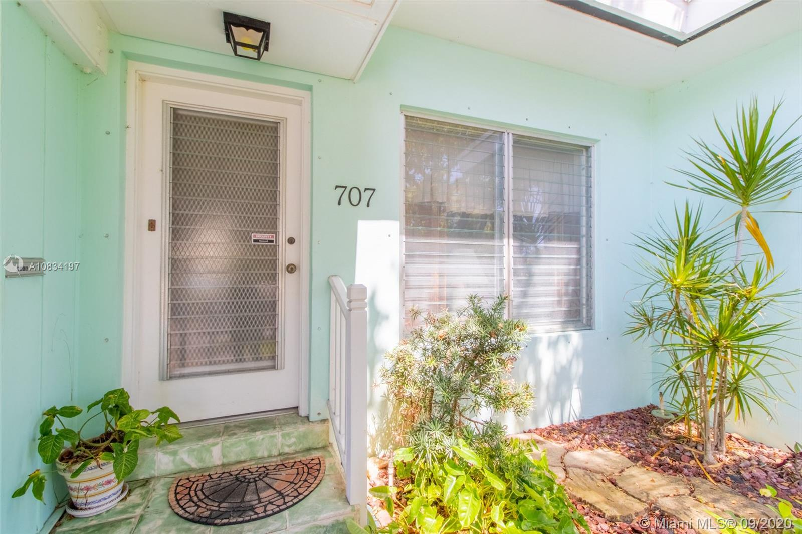 Photo of 707 SE 11th Ct # listing for Sale