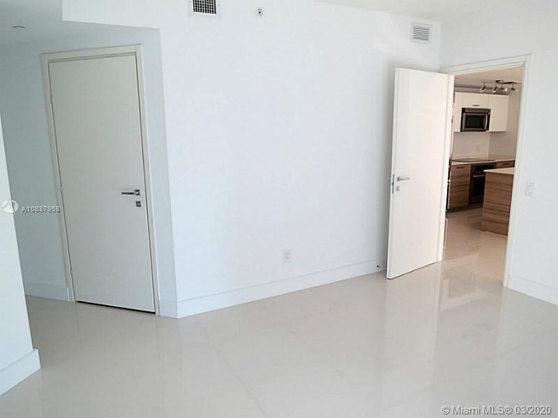 1300 Brickell Bay Dr #1001 photo013