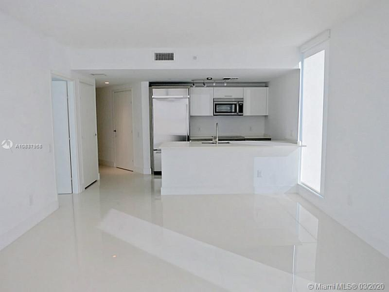 1300 Brickell Bay Dr #1001 photo03