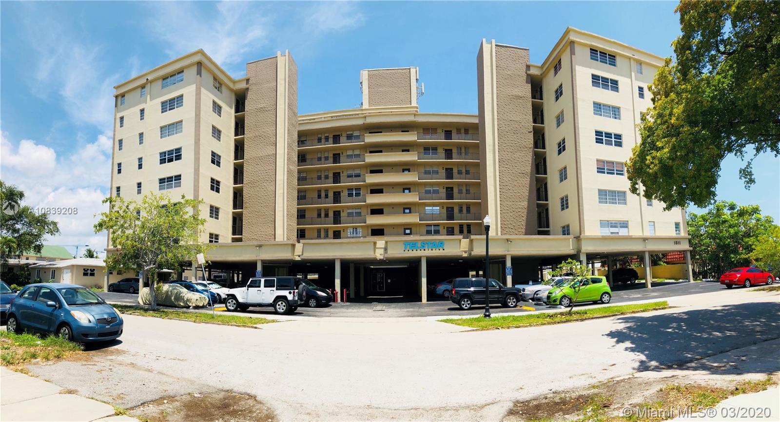 1811 Jefferson St # 206, Hollywood, Florida 33020, 1 Bedroom Bedrooms, ,2 BathroomsBathrooms,Residential,For Sale,1811 Jefferson St # 206,A10839208